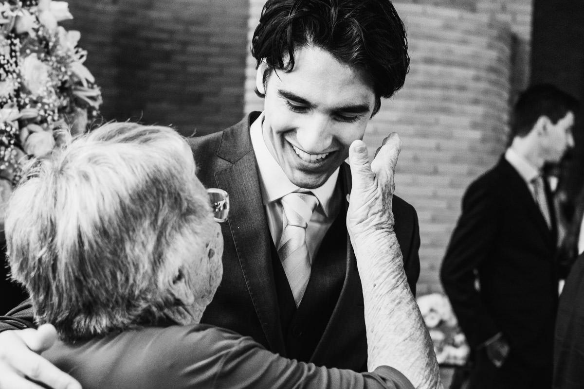 fotografia de casamento emoção da avó do noivo