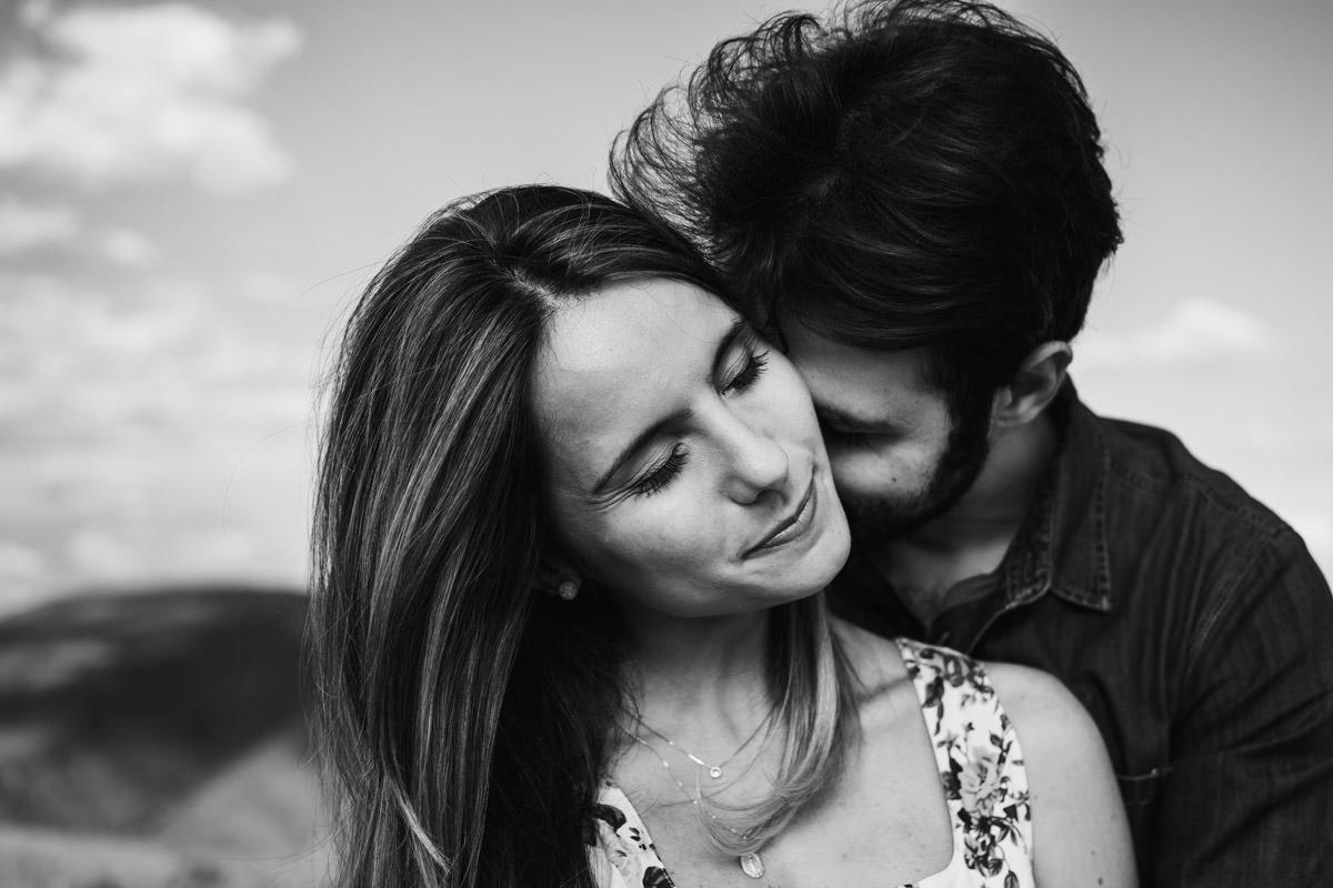 fotografia de casal em preto e branco em belo horizonte mg