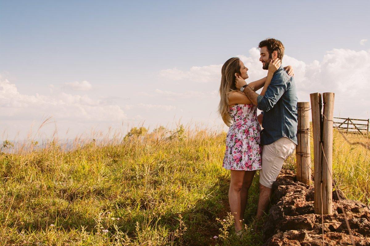 fotografia de casamento de noivos na serra do rola moça