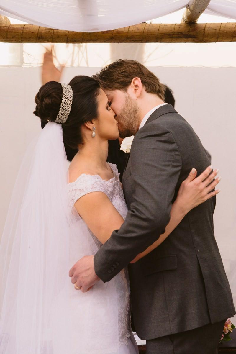 foto de casamento de dia bh beijo
