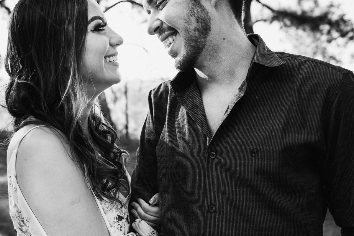 ensaio pré casamento de casal feliz belo horizonte