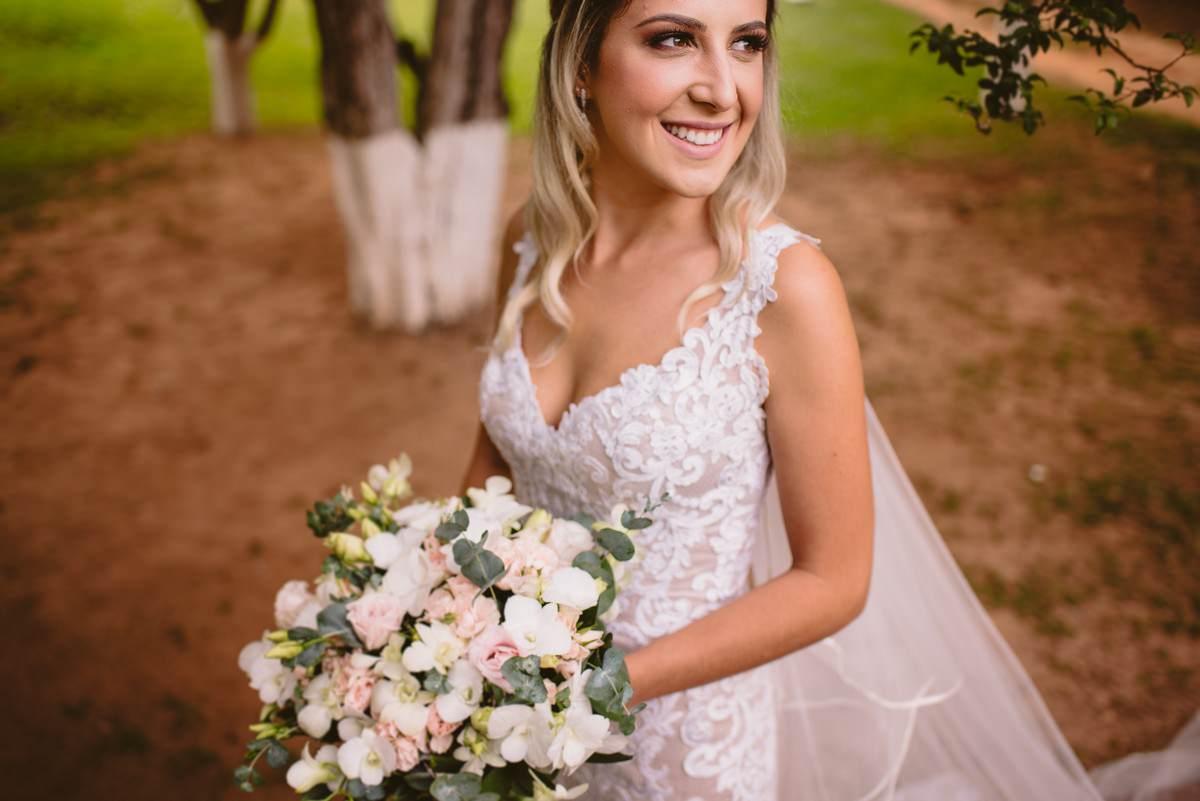 retrato de noiva em casamento de dia em itabira