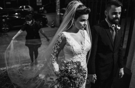 assessoria de casamento auxiliando noiva entrada igreja
