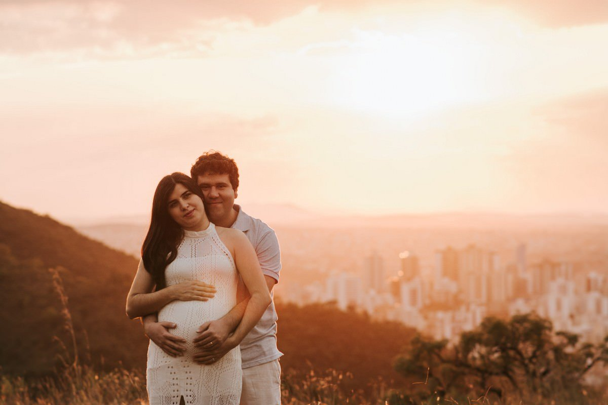 ensaio gestante no pôr-do-sol em belo horizonte fotografia de família