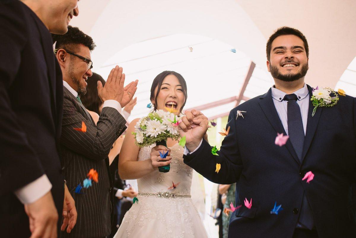 saída dos noivos com chuva de tsurus casamento belo horizonte le gras fotografia