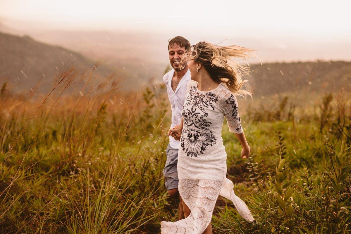 ensaio na chuva de pré casamento mari e renan por le gras fotografia de casamento bh